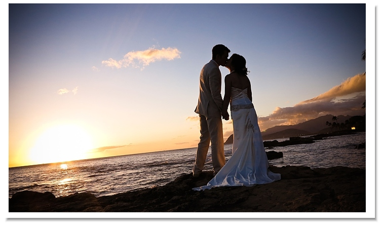 kissing-at-ko-olina Oahu Wedding Packages
