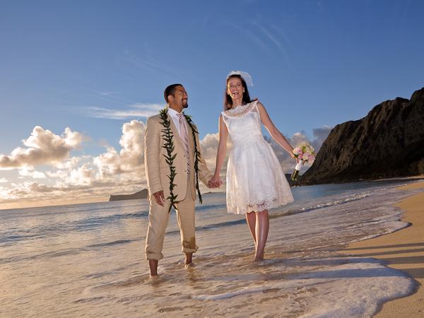 Sherwoods-Sunrise-Wedding-11 Wedding Location Review: Waialae Beach Park